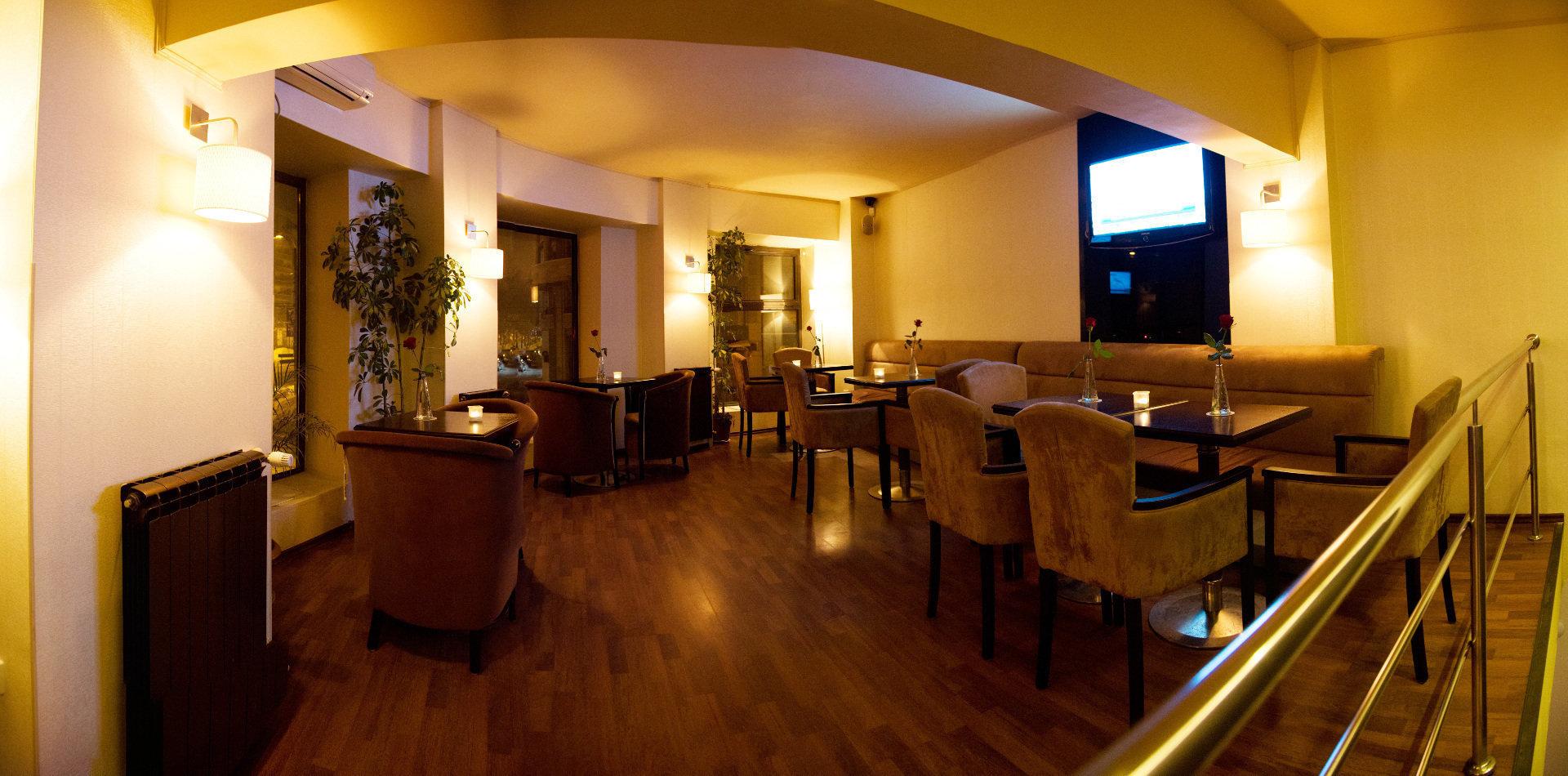 Zvon Café Decebal: A Work-Friendly Place in Bucharest