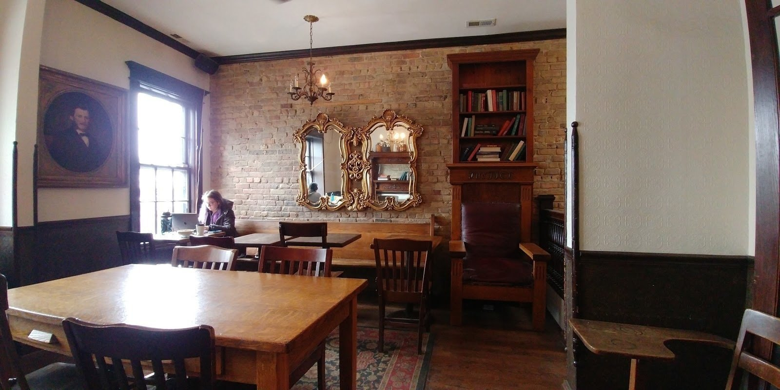 Bourgeois Pig Cafe: A Work-Friendly Place in Chicago