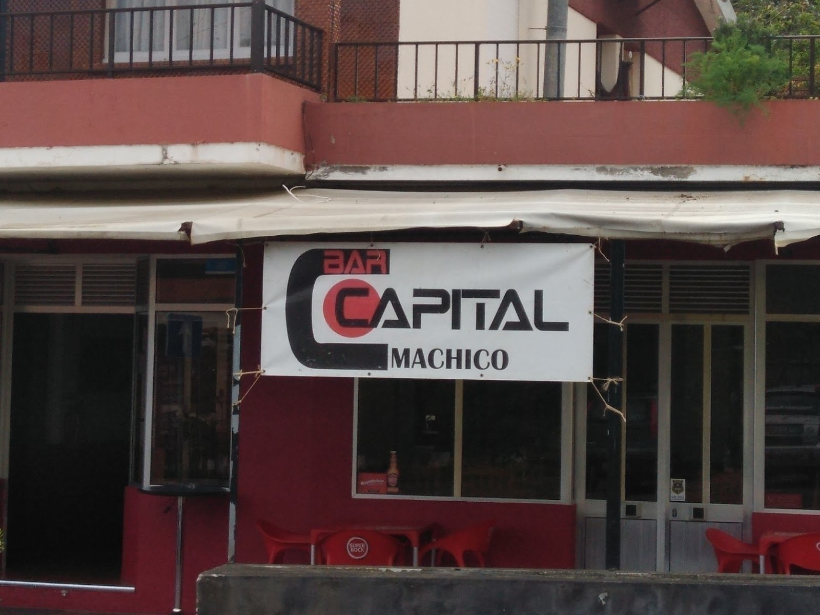 BAR CAPITAL: A Work-Friendly Place in Machico