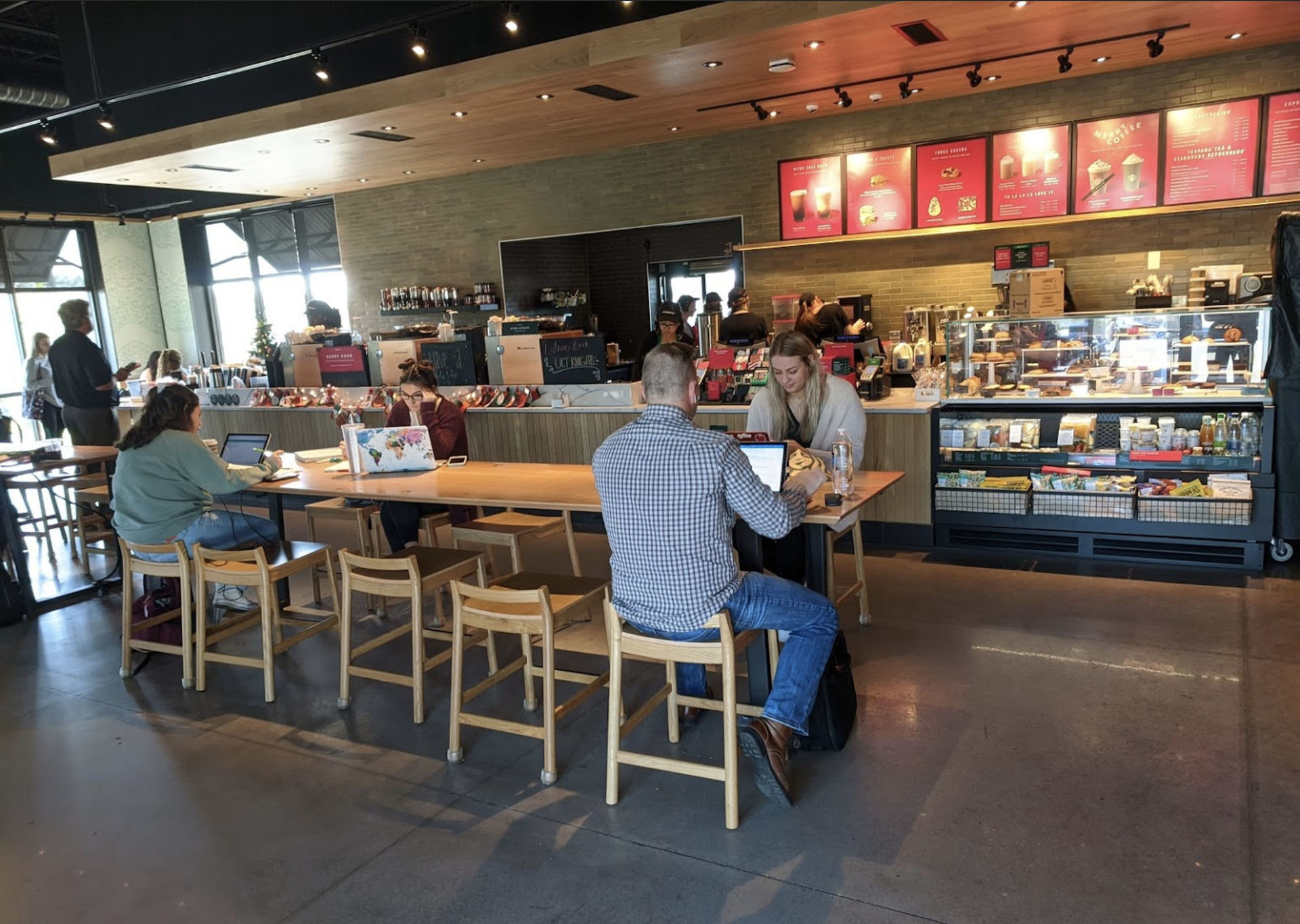 Starbucks @ University Boulevard: A Work-Friendly Place in Orlando